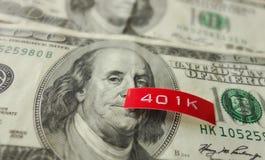 401K-etiket op geld stock afbeeldingen