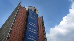 4K Europese commissie, voor van Berlaymontgebouw in centraal Brussel stock footage