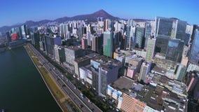 4K flyg- Pan Shot av Hong Kong av Kina arkivfilmer
