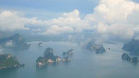 4K flyg- video för bästa sikt av skönhetnaturlandskapet med många liten ö runt om den Phuket ön, Thailand arkivfilmer