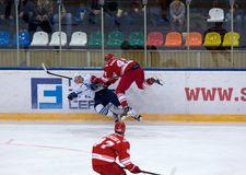 K Glazachev ( 47) attack E Jakovlev ( 92) fall ner Arkivbilder
