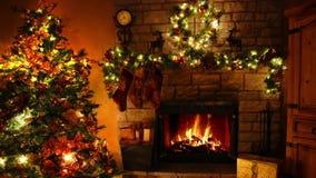 4k glorioso tiró de lazo ardiente de la chimenea de la llama de la leña en el sitio festivo acogedor de Noel de la decoración del almacen de metraje de vídeo