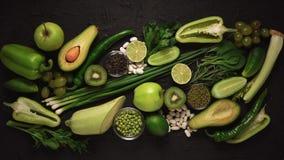 4k gräsplan, frukt och veg, bantar, mat, sallad, produkter, grönsaker, vitaminer, detox stock video