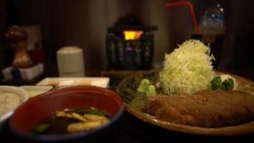 4K Gyukatsu z Miso Wyśmienicie smażąca crispy wołowina Japo?ska karmowa restauracja zdjęcie wideo
