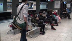 4K Hd ultra, Aziatische mensen reizen in kleine lokale trein van Taipeh in Taiwan stock videobeelden
