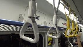 4K Hd ultra, Aziatische mensenreis bij spitsuurmetro, vrouw gaan metro in stock footage