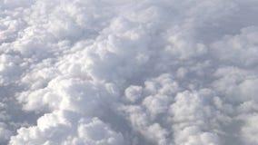 4K Hd ultra, Prachtige mening van de hemel en wolken door een vliegtuigvenster stock video