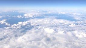 4K Hd ultra, vue merveilleuse du ciel et nuages par une fenêtre d'avion clips vidéos