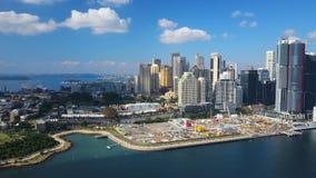 4k het filteren van luchtvideo van Darling Harbour en Sydney Harbour Bridge stock videobeelden