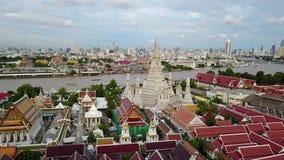 4K hoge hoekmening van pagode bij Wat Arun-tempel stock video