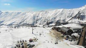 4k hommelmening Apls Georgië, skitoevlucht stock footage