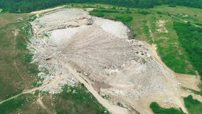 4k hommelsatellietbeeld Hoogste mening van milieuramp onder vallei stock video