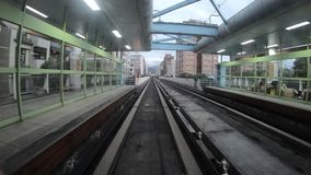 4K Hyperlapse del tránsito del carril elevó el tren, viaje en el metro moderno Taipei metrajes