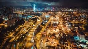 4K hyperlapse upływ Hong Kong portu przemysłowy okręg, autostrada ruch drogowy i miasto symfonia lekki przedstawienie na budynkac zbiory