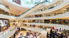 4k hyperlapse wideo ludzie robi zakupy w zakupy centrum handlowym w Hong Kong zbiory wideo