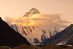 K2 i Pakistan på solnedgången Arkivfoto