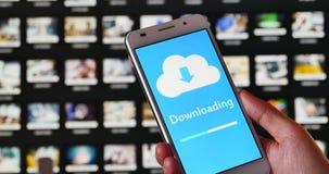 4k, informatieve download en foto van de server van de computerwolk op smartphone stock videobeelden