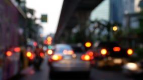 4K ingorgo stradale confuso sulla strada nel crepuscolo alla città di Bangkok, Tailandia video d archivio