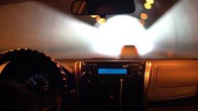 4K jeżdżenie przez tunelu w samochodzie przy Tajwańskim ogniskowaniem na desce rozdzielczej i radiu zbiory wideo