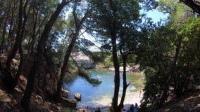 4K La piscina del mar muerto en la isla de Lokrum, situada en Dubrovnik, Croacia almacen de metraje de vídeo