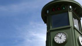 4K Le premier feu de signalisation en Europe a placé dans Potsdamer Platz, Berlin banque de vidéos