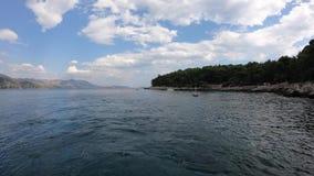 4K Lokrum ö i Adriatiskt havet, Dubrovnik, Kroatien Sikt från den turist- färjan lager videofilmer