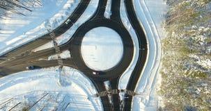 4K lucht de wintermening van ringroad in Letland, Ulbroka stock video