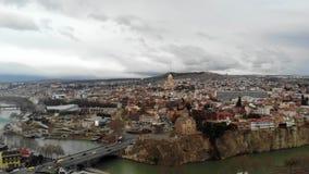 4k luchthommelmening van Tbilisi stock footage