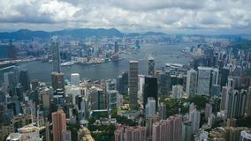 4k luchthyperlapsevideo van Victoria Harbour in Hong Kong stock video