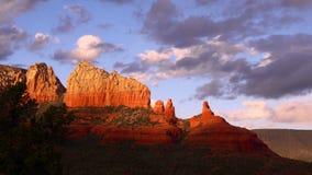 4K même Sun dans Sedona, Arizona bourdonnent dedans banque de vidéos