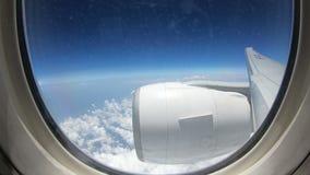 4K mening van het vliegtuigvensters van de tijdtijdspanne inflight commerciële met grote motor stock footage