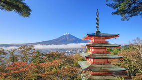 4K Mt Timelapse  与Chureito塔的富士在秋天,吉田市,日本 股票录像