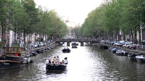 4K, Nachmittag, Amsterdam, Architektur, Anziehungskraft, Fahrrad, Boot, Brücke, Kanal, Kapital, Stadt, Europa, berühmt, hochauflö stock footage