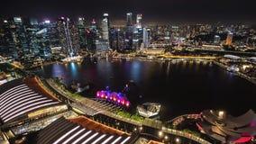 4K Nacht Timelapse Ansicht von der Dachspitze in Singapur stock video footage