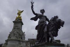 K?nigin Victoria Memorial vor Buckingham Palace stockbilder