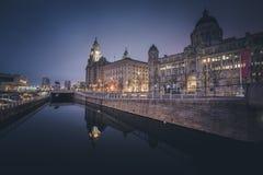 K?nigliche Leber und Hafen von Liverpool-Geb?uden stockbilder