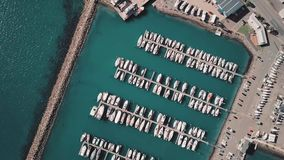 4K obenliegender Winkel Marina Full Of Boats stock video footage