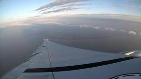 4K, opinión aérea de Timelapse de la isla de Taiwán Vea el ala del avión de la ventana almacen de video