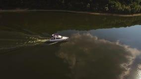 4K opinión aérea Ski Jet Cruise, navegación, viajando a la isla exótica tropical metrajes