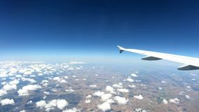 4K, país europeu bonito de cima de, como visto através da janela do avião vídeos de arquivo