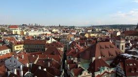4K Paesaggio urbano di Città Vecchia di Praga, repubblica Ceca Tetti rossi video d archivio