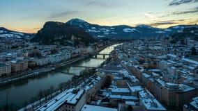 4K Panning noc dnia czasu upływ Salzburg miasto, Austria zbiory