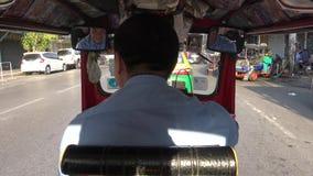 4K Pasażerska podróż w tuku tuku przejażdżce przez ulicznego Azja miasta Bangkok zbiory