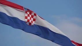 4K Piękna ampuły flaga Chorwacja falowanie w wiatrze b??kitne niebo