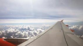 4K Piękne chmury jak widzieć samolotowego okno z góry P?aska podr?? zdjęcie wideo