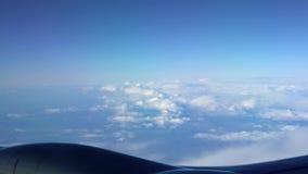 4K Piękne chmury jak widzieć samolotowego okno z góry P?aska podr?? zbiory wideo