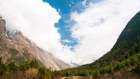 4k Pisang谷,尼泊尔,喜马拉雅山Timelapse  股票录像