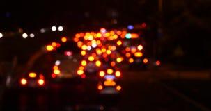 4k Potrząsalny oświetlenie przy nocą, wiele samochody na wiadukcie, ruchów drogowych dżemy złudzenie sen zdjęcie wideo