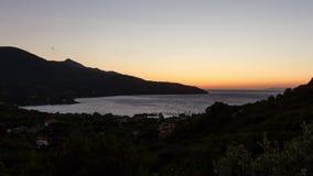 4K промежуток времени, заход солнца Procchio, d'Elba Isola, Италия видеоматериал