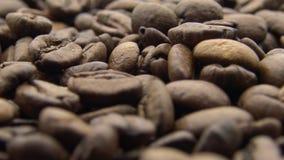 4k Roasted feijões de café gerencie Ingrediente do frescor para para preparar o bom café vídeos de arquivo